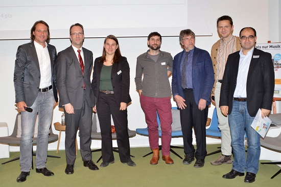 panelists from left to right: Ingo Dubinski, Harald Geywitz, Sabine Frank, Julian Kulasza, Prof. Dr. Herbert Kubicek, Holder Hofmann, Özcan Mutlu